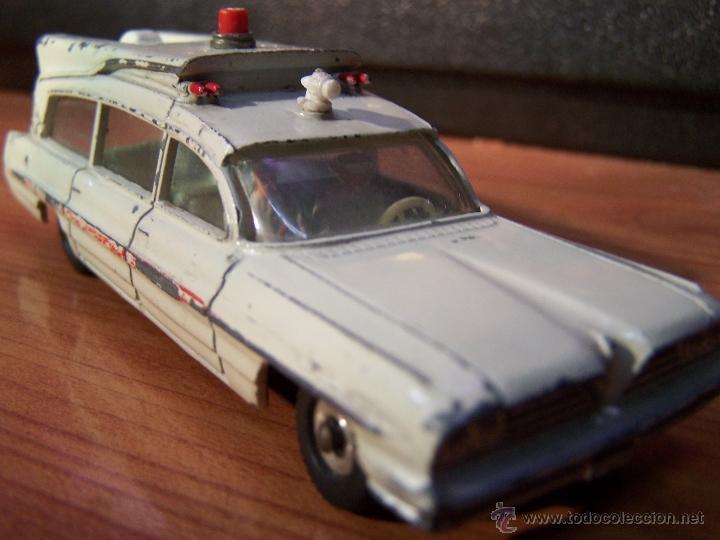 Coches a escala: Ambulancia DInky Toys años 60 - Foto 14 - 39340776