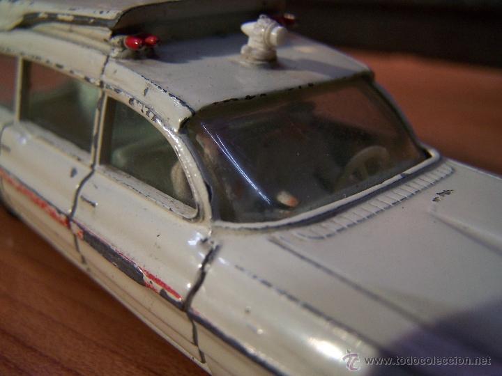 Coches a escala: Ambulancia DInky Toys años 60 - Foto 15 - 39340776