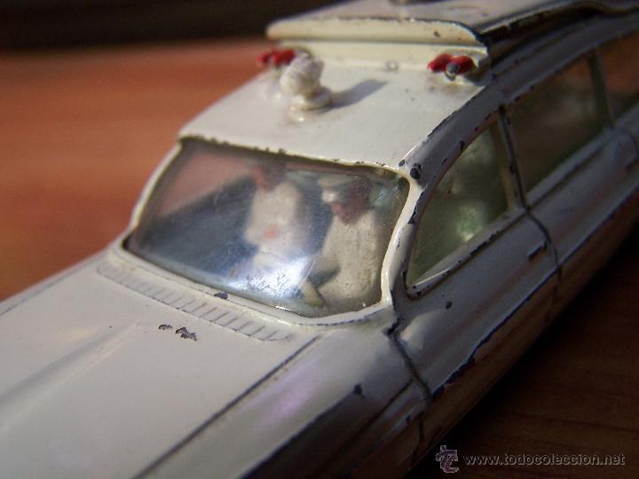 Coches a escala: Ambulancia DInky Toys años 60 - Foto 13 - 39340776