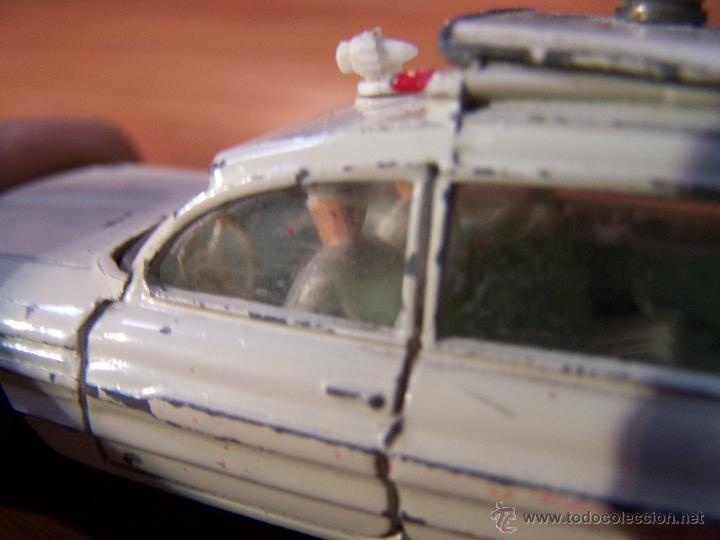 Coches a escala: Ambulancia DInky Toys años 60 - Foto 17 - 39340776