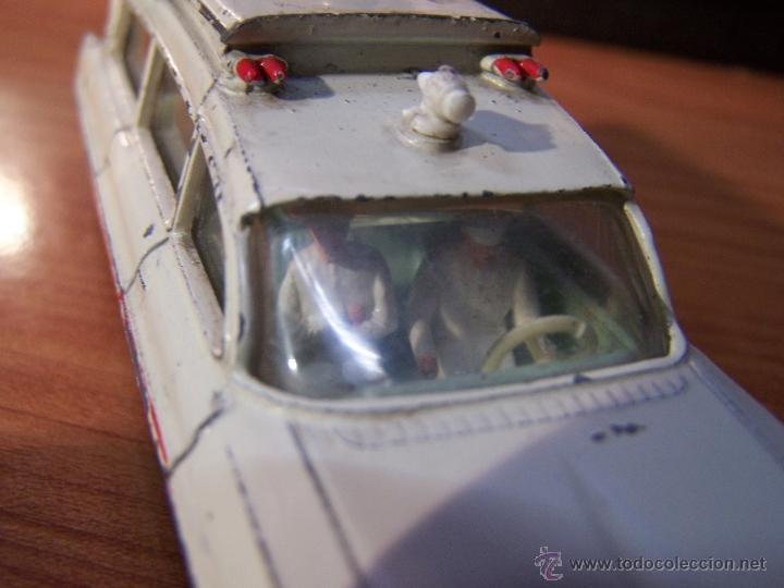 Coches a escala: Ambulancia DInky Toys años 60 - Foto 19 - 39340776