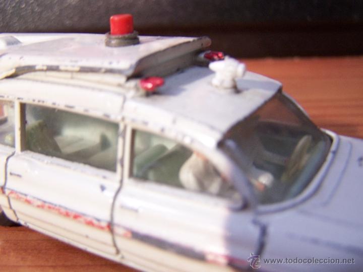 Coches a escala: Ambulancia DInky Toys años 60 - Foto 18 - 39340776