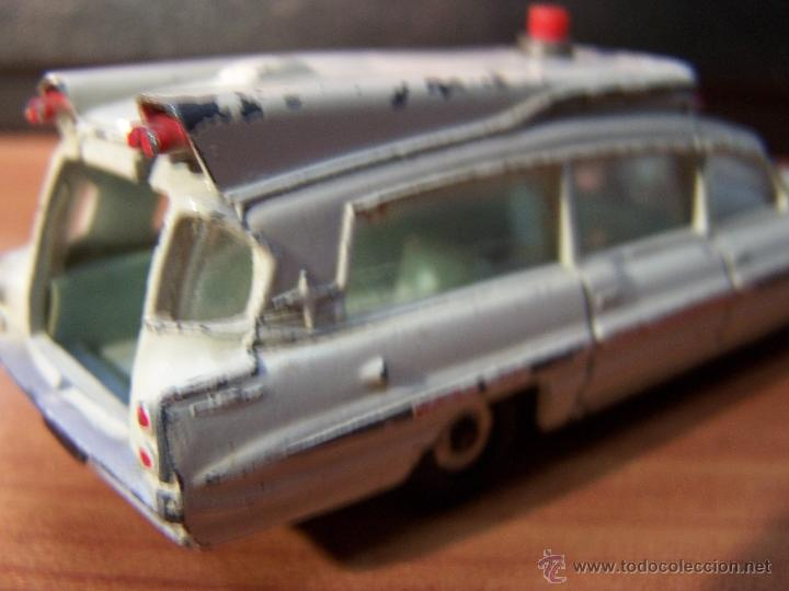 Coches a escala: Ambulancia DInky Toys años 60 - Foto 9 - 39340776