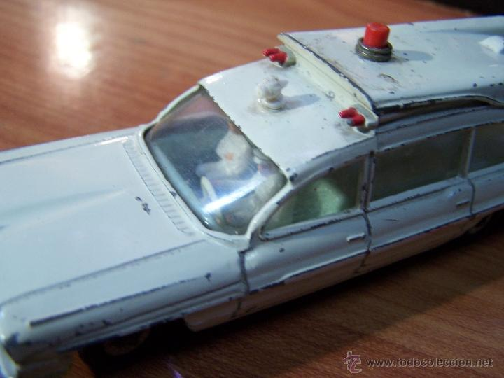 Coches a escala: Ambulancia DInky Toys años 60 - Foto 7 - 39340776