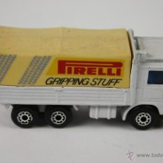 Coches a escala: MATCHBOX 1994, VOLVO, MADE IN CHINA, CAMION PIRELLI. Lote 40891209