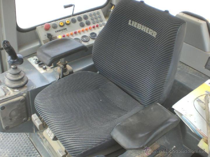 Coches a escala: Pala cargadora sobre cadenas Liebherr LR632 Conrad 1:50 - Foto 13 - 48961001