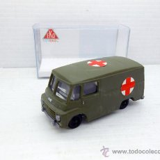 Coches a escala: AUSTIN SAVA MILITAR TOYEKO EKO 1:87 PLASTIC MODEL CAR 4048 AMBULANCIA ROYAL MAIL FURGONETA. Lote 166784425