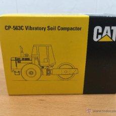 Coches a escala: CATERPILLAR CP-563 VIBRATORY SOIL COMPACTOR NZG 4013 ESCALA 1:50. Lote 51115345