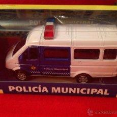 Coches a escala: MAQUETA COCHE FURGONETA POLICÍA MUNICIPAL, DE METAL, PLAYJOCS, NUEVO EN SU CAJA SIN ABRIR.. Lote 53048389