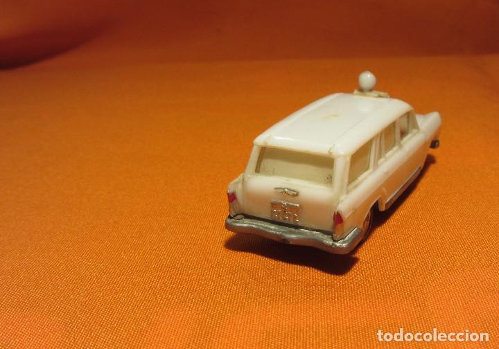 Coches a escala: EKO AMBULANCIA FIAT FAMILIAR 1800 DE LOS AÑOS 60 - Foto 6 - 67056418