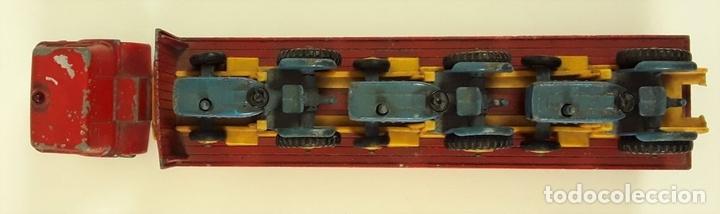 Coches a escala: CAMIÓN FORD CON REMOLQUE TRANSPORTANDO 3 TRACTORES. MATCHBOX. REINO UNIDO. CIRCA 1960. - Foto 7 - 90732730