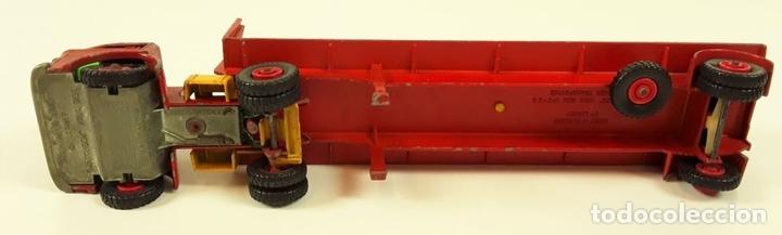 Coches a escala: CAMIÓN FORD CON REMOLQUE TRANSPORTANDO 3 TRACTORES. MATCHBOX. REINO UNIDO. CIRCA 1960. - Foto 8 - 90732730