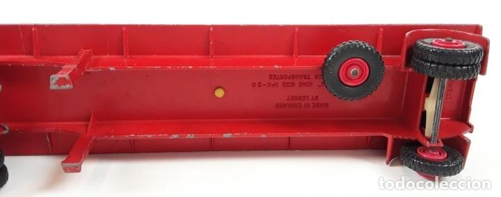 Coches a escala: CAMIÓN FORD CON REMOLQUE TRANSPORTANDO 3 TRACTORES. MATCHBOX. REINO UNIDO. CIRCA 1960. - Foto 10 - 90732730