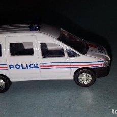 Coches a escala: COCHE PEUGEOT POLICIA. Lote 95735648