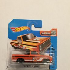 Carros em escala: HOT WHEELS 83 CHEVY SIVERADO. Lote 107758163