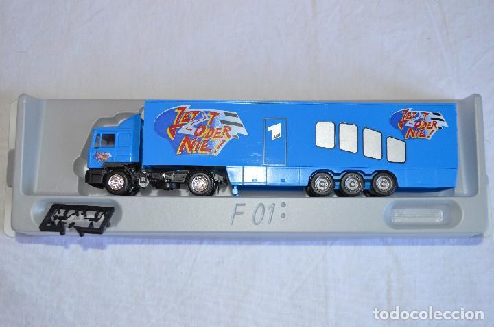 Coches a escala: Camión con semirremolque Man LKW F90. Esc. 1/87. Albedo. romanjuguetesymas. - Foto 4 - 118810679