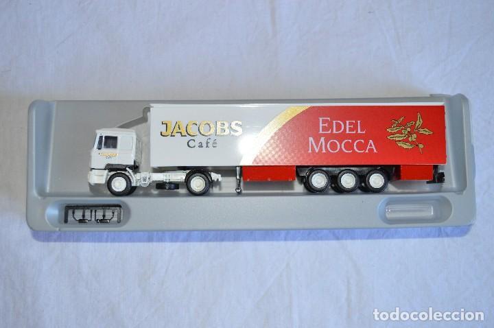 Coches a escala: Camión con semirremolque Man LKW F90. Jabobs café. Esc. 1/87. Albedo. romanjuguetesymas. - Foto 3 - 118824971