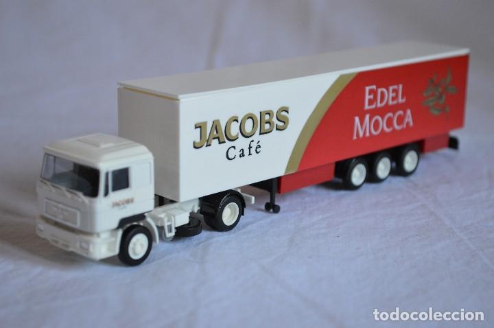 Coches a escala: Camión con semirremolque Man LKW F90. Jabobs café. Esc. 1/87. Albedo. romanjuguetesymas. - Foto 5 - 118824971