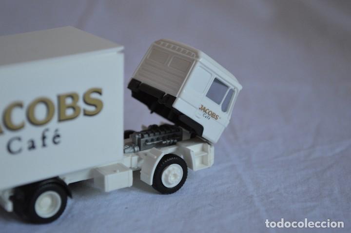 Coches a escala: Camión con semirremolque Man LKW F90. Jabobs café. Esc. 1/87. Albedo. romanjuguetesymas. - Foto 9 - 118824971