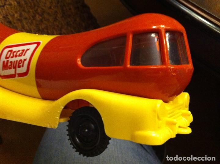 Coches a escala: Camión Hucha Oscar Mayer de Moltó. Años 80s. Salchicha Frankfur. Medidas: 21X12 cms. Wienermobile. - Foto 5 - 119573791
