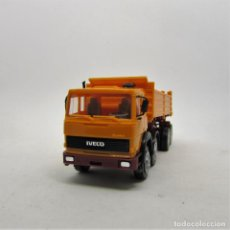 Coches a escala: HERPA 858006 IVECO TURBOTECH (K) 4 EJES VOLQUETE NARANJA ESCALA 1/87 H0 (1408). Lote 122301503
