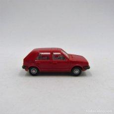 Coches a escala: WIKING 044 VW GOLF I 4P (TYP 17) 1974 -1983 ROJO ESCALA 1/87 H0 (1668). Lote 128179487