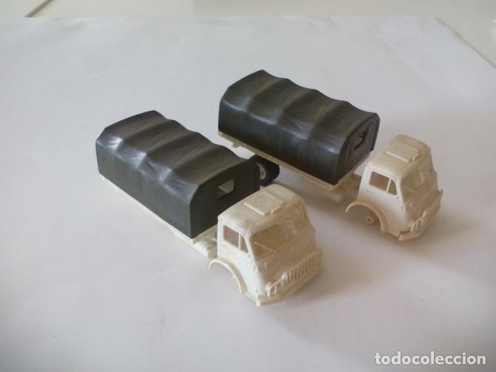 Coches a escala: ROCO. made in AUSTRIA. 2 CAMIÓNES MILITAR DE TRANSPORTE DE SOLDADOS. miniatura, maqueta, modelismo. - Foto 2 - 132572890