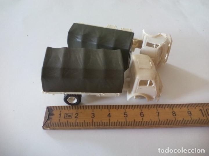 Coches a escala: ROCO. made in AUSTRIA. 2 CAMIÓNES MILITAR DE TRANSPORTE DE SOLDADOS. miniatura, maqueta, modelismo. - Foto 3 - 132572890