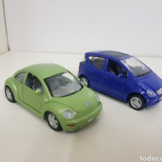 Coches a escala: MAISTO LOTE DE 2 COCHES EUROPEOS NEW BEETLE ESCALA 1/37 Y Y MERCEDES-BENZ CLASE A 1/34. Lote 194069742