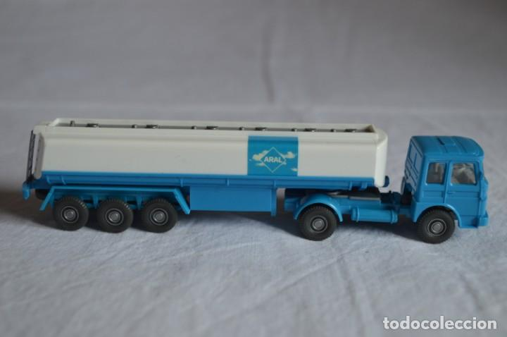 Coches a escala: Camión Man cisterna para combustible. Ref. 542. Esc. 1/87. Wiking. romanjuguetesymas - Foto 3 - 135024414