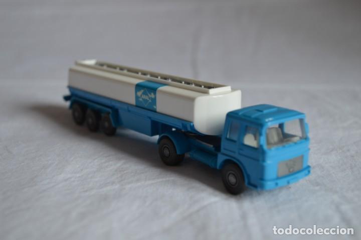 Coches a escala: Camión Man cisterna para combustible. Ref. 542. Esc. 1/87. Wiking. romanjuguetesymas - Foto 4 - 135024414