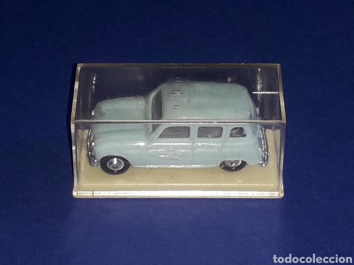 Coches a escala: Renault 4 4L, plástico esc. 1/86 H0, Microminiatures Norev tipo Anguplas, original años 60. - Foto 2 - 135171354