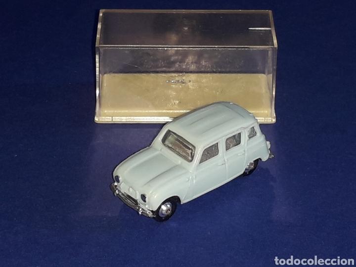 Coches a escala: Renault 4 4L, plástico esc. 1/86 H0, Microminiatures Norev tipo Anguplas, original años 60. - Foto 3 - 135171354
