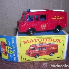 Coches a escala: MATCHBOX LAND ROVER FIRE TRUCK Nº57 SERIES, CAJA ORIGINAL. Lote 136800438