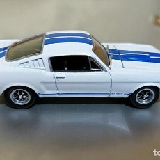 Auto in scala: FORD SHELBY GT350 1966 GREENLIGHT 1/64 RUEDAS REALES GOMA. Lote 194971913