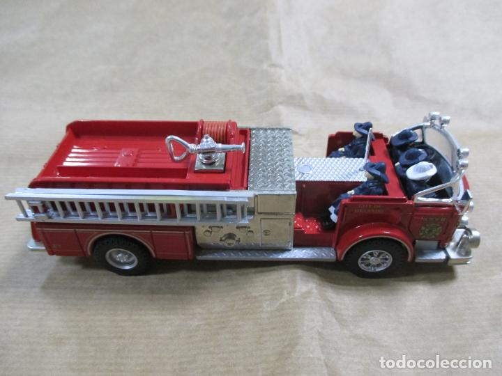 Coches a escala: CAMIÓN DE BOMBEROS DE METAL. CORGI. MADE IN CHINA. AMERICAN LA FRANCE FIRE PUMPER. 16 CM - Foto 2 - 138755062