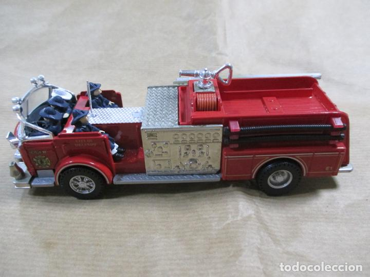 Coches a escala: CAMIÓN DE BOMBEROS DE METAL. CORGI. MADE IN CHINA. AMERICAN LA FRANCE FIRE PUMPER. 16 CM - Foto 4 - 138755062