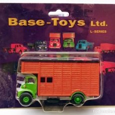 Coches a escala: BASE TOYS TT-X 14 THORNYCROFT HORSEBOX WITH GREEN. Lote 138895138