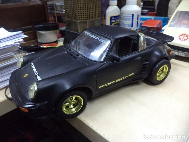 Coches a escala: Porsche Turbo Targa Esc.1/15 aprox con mando a distancia.New Bright 1987. - Foto 2 - 210944889