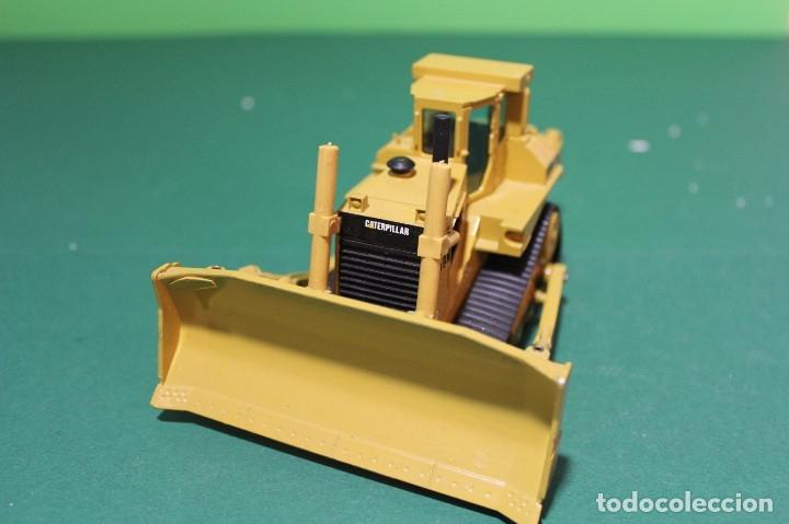 Coches a escala: Bulldozer Caterpillar D9N Con Ripper NZG Escala 1:50 - Foto 3 - 78337677