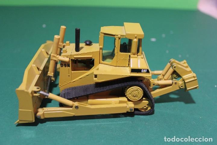 Coches a escala: Bulldozer Caterpillar D9N Con Ripper NZG Escala 1:50 - Foto 2 - 78337677