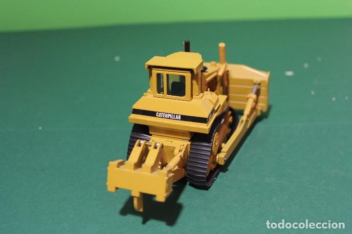 Coches a escala: Bulldozer Caterpillar D9N Con Ripper NZG Escala 1:50 - Foto 4 - 78337677