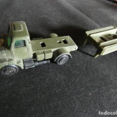 Coches a escala: GUISVAL CAMION VOLVO EJERCITO MAS CAJA A RECOMPONER. Lote 146904602