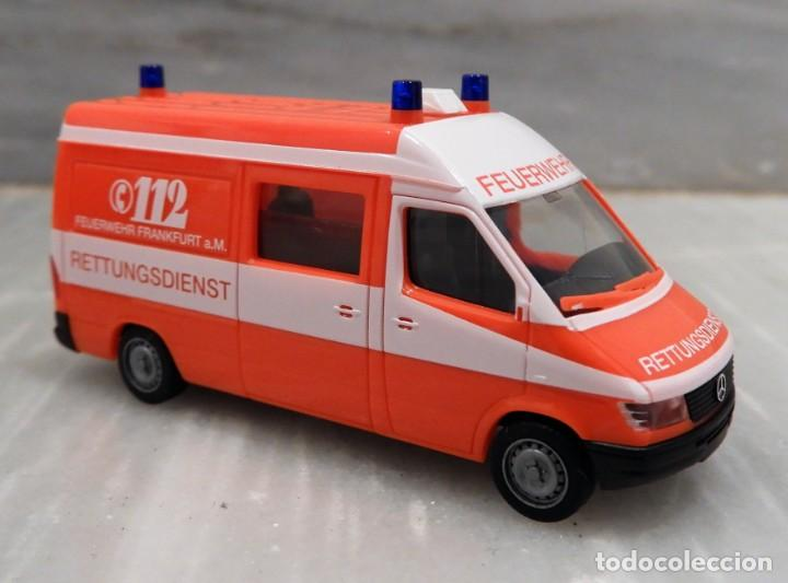 AMBULANCIA 112 - MERCEDES ALEMANA - SERVICIOS DE EMERGENCIAS - HERPA 1/87 (Juguetes - Coches a Escala Otras Escalas )