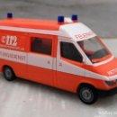 Coches a escala: AMBULANCIA 112 - MERCEDES ALEMANA - SERVICIOS DE EMERGENCIAS - HERPA 1/87. Lote 147767430