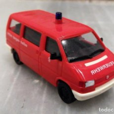 Coches a escala: AMBULANCIA VW T4 CARAVELLE FEUERWEHR 1/87 - HERPA. Lote 147774194