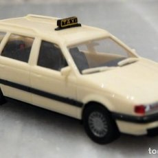 Coches a escala: COCHE VW PASSAT VARIANT - TAXI - 1/87 - HERPA. Lote 147776598