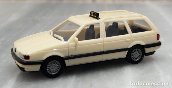 Coches a escala: COCHE VW PASSAT VARIANT - TAXI - 1/87 - HERPA - Foto 2 - 147776598