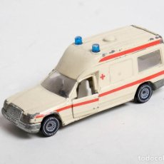 Coches a escala: AMBULANCIA MERCEDES BENZ 260 E - ANTIGUO MODELO DE SIKU W. GERMANY - ESCALA 1/55. 1630. Lote 151040818