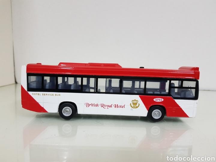 Coches a escala: Autobús British Royal Hotel 3792 18 x 4cm con sonido y movimiento con retroceso las puertas se abren - Foto 2 - 152406861